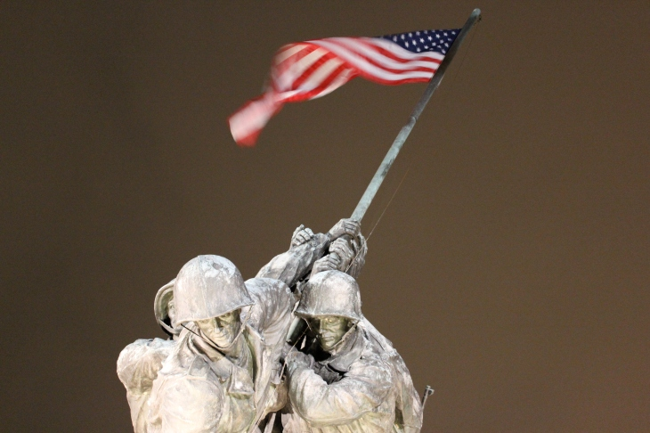 american flag on iwo jima statue